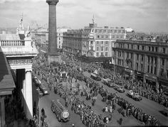 St Patrick's Day parade in O'Connell St, Dublin, 1955 Old Pictures, Old Photos, Vintage Photos, St Patricks Day Parade, Ireland Homes, Photo Engraving, Dublin City, Irish Eyes, Dublin Ireland