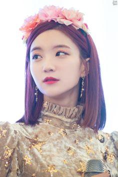 oh my girl Kpop Girl Groups, Korean Girl Groups, Kpop Girls, Party Dress Outfits, Girl Outfits, Kpop Girl Bands, Girls Twitter, Photoshoot Themes, Korean Celebrities