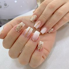 Unhas de ano novo fáceis, veja is part of Summer Wedding nails Coffin - Summer Wedding nails Coffin Aycrlic Nails, Glam Nails, Classy Nails, Fancy Nails, Bling Nails, Stylish Nails, Gold Acrylic Nails, Gold Glitter Nails, Rhinestone Nails
