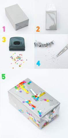 1. Envolver con papel 2. Envolver con celofán transparente 3. Entre los dos envoltorios meter confeti y espumillón. Así cuando lo cojan el confeti se agita por todo el envoltorio  >>'shake-it' confetti wrap Minieco.