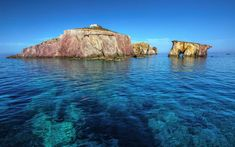 Cyclades, the beautiful islands of your ideal summer vacation in Greece Greece Vacation, Greece Travel, Beautiful Islands, Beautiful Beaches, Statues, Promenade En Bateau, Paros Greece, Sailing Holidays, Exotic Beaches