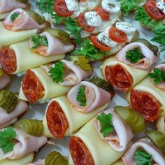 Krabi, Caprese Salad, Sushi, Food And Drink, Carving, Traditional, Board, Ethnic Recipes, Pies