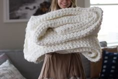 Learn To Crochet: Chunky Blanket. Use very thick black yarn & a size Q or larger hook