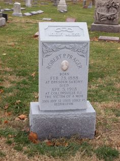 Robert Prager's tombstone Robert P, Southern Illinois, The Victim, Inspiration Boards, Wwi, Dresden, Garden Sculpture, Art Pieces, Death