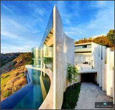 Envie de #déménager ? Et bien ça tombe bien, #IronMan #vend sa #villa ! Pour la bagatelle de 117 millions d'€. #luxe #immobilier #Tonystark