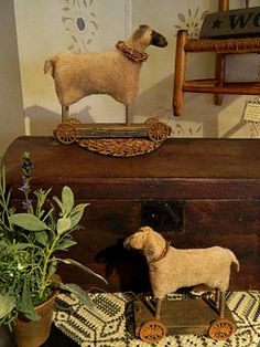 Love them: Primitive sheep. Primitive Sheep, Primitive Homes, Primitive Antiques, Primitive Folk Art, Primitive Crafts, Country Primitive, Antique Toys, Vintage Toys, Sheep Wool