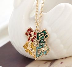 All things from the magical world of Harry Potter! Harry Potter Diy, Colar Harry Potter, Bijoux Harry Potter, Objet Harry Potter, Harry Potter Merchandise, Harry Potter Tumblr, Harry Potter Style, Harry Potter Outfits, Harry Potter Universal