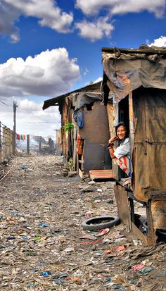 Smokey Mountain in Tondo, the slums of Manila, Philippines by Sabrina Iovino Philippines Culture, Manila Philippines, Philippines Travel, Philippines People, Travel Around The World, Around The Worlds, Vietnam, Philippine Holidays, Thinking Day