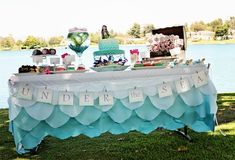 Best website EVER for themed party ideas! (kids, adults, baby showers and many more!) Love this table for Lilly's beach  /under the sea party!