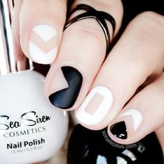 Black and White Negative Space Nails by @SoNailicious - click through for tutorial. #nailart #nails