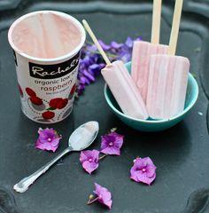 Frozen yogurt popsicles from katescreativespace Yoghurt Lollies, Frozen Yogurt Popsicles, Frozen Yoghurt, Sorbet Ice Cream, Yummy Food, Tasty, Summer Snacks, Raspberry, Food Photography