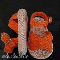 Baby Booties Knitting Pattern, Crochet Baby Boots, Crochet Baby Sandals, Baby Girl Crochet, Newborn Crochet, Crochet Shoes, Crochet Slippers, Baby Knitting, Artisanats Denim