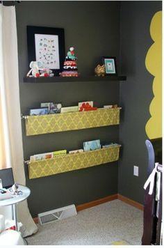 Leuk voor in de kinderkamer.. Maak een hangende boekenrek!