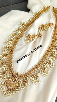 Kundan Jewellery Set, Gold Jewellery Design, Temple Jewellery, Pearl Jewelry, Gold Jewelry, Jewelry Rings, Jewelery, Necklace Set, Pearl Necklace