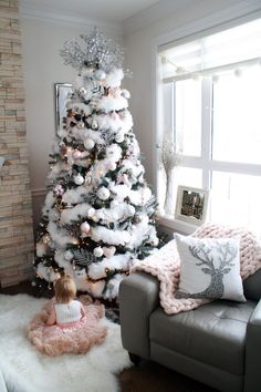 100 Elegant Christmas Decorations Which Defines Sublime & Sophisticated - Hike n Dip - - Give your Christmas home the elegant touch. Here are Elegant Christmas Home Decor ideas. These Christmas decors are simple, DIY Decors which you can do. Rose Gold Christmas Decorations, Elegant Christmas Trees, Modern Christmas Decor, Silver Christmas Tree, Noel Christmas, Beautiful Christmas, White Christmas, Holiday Decor, Christmas Cactus