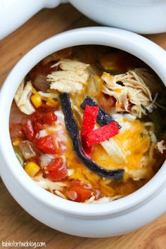 {Crockpot} Chicken Tortilla Soup - a must for this winter!