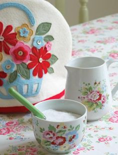 Cath Kidston style Felt Tea Cozy. No Tut, I just like the design!