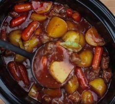 Réconfortant ragoût irlandais à la mijoteuse - Recettes - Ma Fourchette Slow Cooker Recipes, Crockpot Recipes, Healthy Recipes, Irish Stew, Spare Ribs, Cooking Chef, Pot Roast, Roast Beef, Sausage