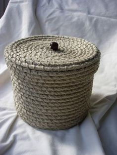 Handmade natural rope storage basket with lid by HookedOnRope