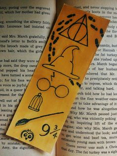 Carte Harry Potter, Harry Potter Journal, Deco Harry Potter, Harry Potter Bookmark, Harry Potter Universal, Harry Potter Memes, Creative Bookmarks, Cute Bookmarks, Bookmark Craft