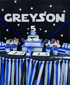 Star Wars Birthday Party Ideas - how gorgeous is this sweets table?!