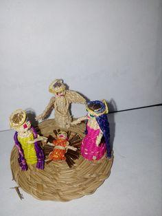 Sagrada Familia hecha en fibra vegetal.  Calle del arte.  Cali 2013.