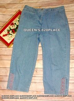 9614a9d209f Westbound Essentials women s size 10 Blue Denim Embroidered Capris Jeans