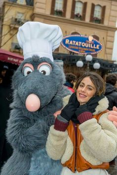 Martina Stoessel in DisneyLand Paris