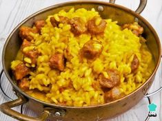 Aprende a preparar arroz a la milanesa con salchichas con esta rica y fácil receta. El arroz a la milanesa es una especie de risotto amarillo muy típico en Italia, e...