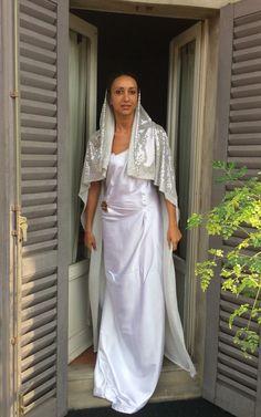 White Satin Dress, Satin Dresses, Gala Dinner, Brides And Bridesmaids, Veil, Saree, Etsy, Fashion, Glitter