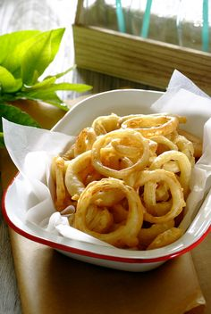 There is simply nothing better than a serving of crispy #onion rings – serve them on their own, with steak,  or as a burger topping!  #Vegetarian #Knorr #Recipe