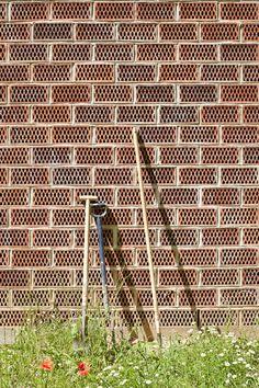 16 Detalles constructivos de aparejo de ladrillos,© Adria Goula