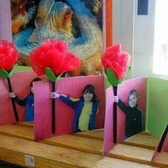 Mother's Day Crafts For Kids - Mabel + Moxie Classroom Crafts, Preschool Crafts, Classroom Ideas, Mothers Day Cards, Mother Day Gifts, Spring Crafts, Holiday Crafts, Cadeau Parents, Art For Kids