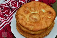 Scovergi - CAIETUL CU RETETE Romanian Food, Apple Pie, Bread, Breakfast, Desserts, Sweet Treats, Kitchens, Morning Coffee, Tailgate Desserts