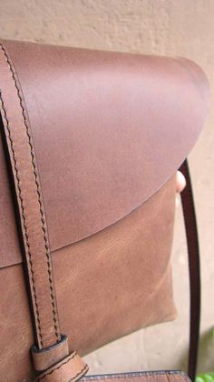 Honey Almond Big Stella, Chiaroscuro, India, Pure Leather, Handbag, Bag, Workshop Made, Leather, Bags, Handmade, Artisanal, Leather Work, Leather Workshop, Fashion, Women's Fashion, Women's Accessories, Accessories, Handcrafted, Made In India, Chiaroscuro Bags - 11