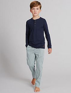 Our boys' pyjamas and dressing gowns will keep your little man warm through cooler nights, relaxed fit ensures ultimate comfort. Cute Pajama Sets, Cute Pajamas, Boys Pjs, Boys Pajamas, Tomboy Fashion, Kids Fashion, Barefoot Kids, Long Sleeve Pyjamas, Kids Sleep