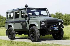 Keswick Green Defender 110 S Station Wagon Expedition Landrover Defender, Land Rover Defender 110, Lifted Ford Trucks, Jeep Truck, Tt Car, Land Rover Models, Offroader, Bug Out Vehicle, Off Road Adventure