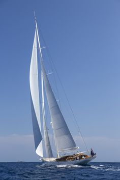 Vijonara is classic styled super sailing yacht of the Truly Classic designed by Hoek Design. Yacht Design, Boat Design, Segel Tattoo, Luxury Sailing Yachts, Yacht Builders, Sailboat Painting, Sailing Holidays, Boat Art, Yacht Boat