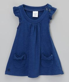 With bow-topped pockets, ruffle cap sleeves and an easy swing silhouette, this dress offers a pretty and polished look that goes on without a fuss.