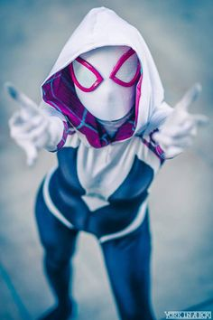 Character: Spider-Gwen (Gwen Stacy) / From: MARVEL Comics 'Edge of Spider-Verse' & 'Spider-Gwen' / Cosplayer: Hendo Art / Photo: York In A Box