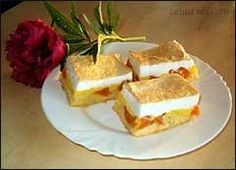 Výborné meruňkové řezy s kokosovou pěnou recept - Labužník.cz Cheesecake, Food, Cheese Cakes, Eten, Cheesecakes, Meals, Diet