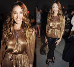 SJP in Halston of course, although this is a rarity to see her in evening type pants, love them nonetheless! Gold-i-locks!