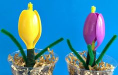 A plastic spoon flower crafts for kids to make. Perfect for spring, Mother's Day, Easter or teacher gift! Tulips made of plastic spoons and pipe cleaners build DIY crafts wit Easy Mother's Day Crafts, Mothers Day Crafts For Kids, Spring Crafts For Kids, Crafts For Kids To Make, Summer Crafts, Holiday Crafts, Kids Crafts, Gifts For Kids, Kids Diy