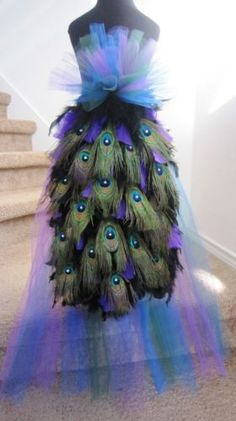 Peacock Bustle Deluxe -