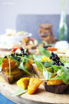 vegetarische bruschetta: herzhaft und süß: Kürbis-Birnen-Bruschetta mit Gorgonzola