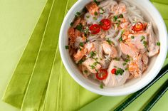 A recipe for salmon head soup cooked Japanese style. Fish head soup uses the head to make the broth, which is then strained and added to noodles. Salmon Recipes, Seafood Recipes, Asian Recipes, Soup Recipes, Healthy Recipes, Ethnic Recipes, Oriental Recipes, Japanese Recipes, Seafood