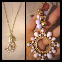 White and gold necklace. GREAT statement peice Sorta flower gold/white. Jewelry Necklaces