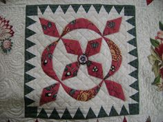 Sarah Morrell Quilt block needle-turn applique (border machine pieced) by Carole @ Wheels on the Warrandyte Bus - pattern by Di Ford quilting by Katrina's Quilting