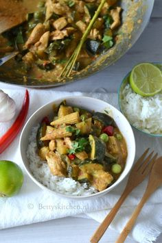 Thai Recipes, Asian Recipes, Vegetarian Recipes, Kung Pao Chicken, Thailand, Slow Cooker, Good Food, Zucchini, Eat