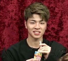 Jun-e's face never stops amusing me K Meme, Funny Kpop Memes, Bts Memes, K Pop, Ikon Member, Koo Jun Hoe, Ikon Kpop, Kim Jinhwan, Ugly Faces